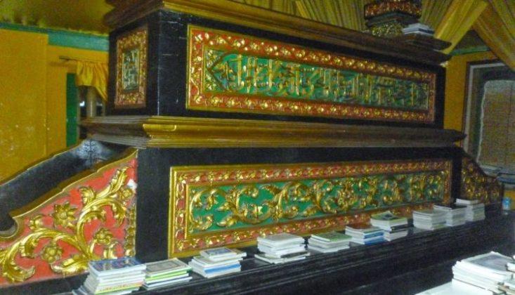 Makam Sultan Syarif Kasim II Lokasi : Kota Siak Sri Indrapura, Kabupaten Siak, Riau